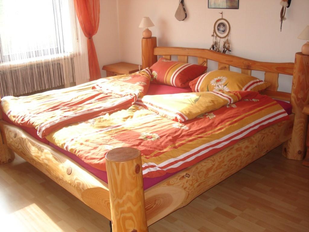 Betten & Nachttische - Schappis Holzkreationen